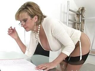 Wet snatch of a sophisticated milf Sonia